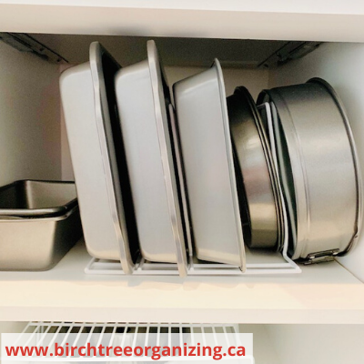 Canva cake pans - ORGANIZING FAVOURITES: 15 WAYS TO ORGANIZE WITH BAKEWARE RACKS