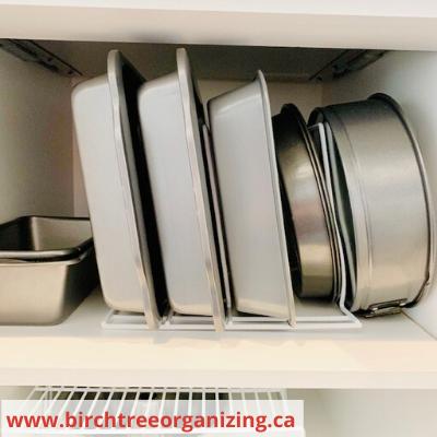 Canva cake pans - ORGANIZING FAVOURITES: 15 WAYS TO ORGANIZE WITH BAKEWARE RACKS