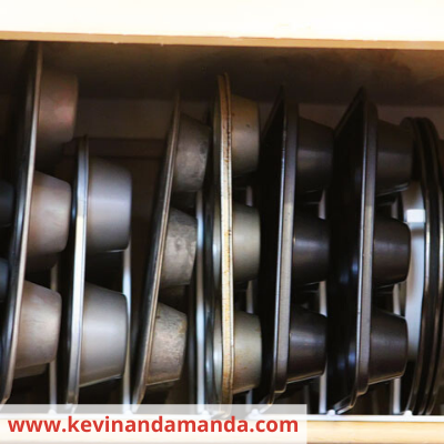 Canva cupcape and muffin tins - ORGANIZING FAVOURITES: 15 WAYS TO ORGANIZE WITH BAKEWARE RACKS