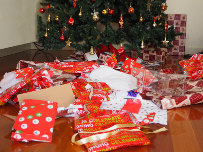 Canva wrapping paper - 13 EASY TIPS FOR A STRESS-FREE CHRISTMAS MORNING