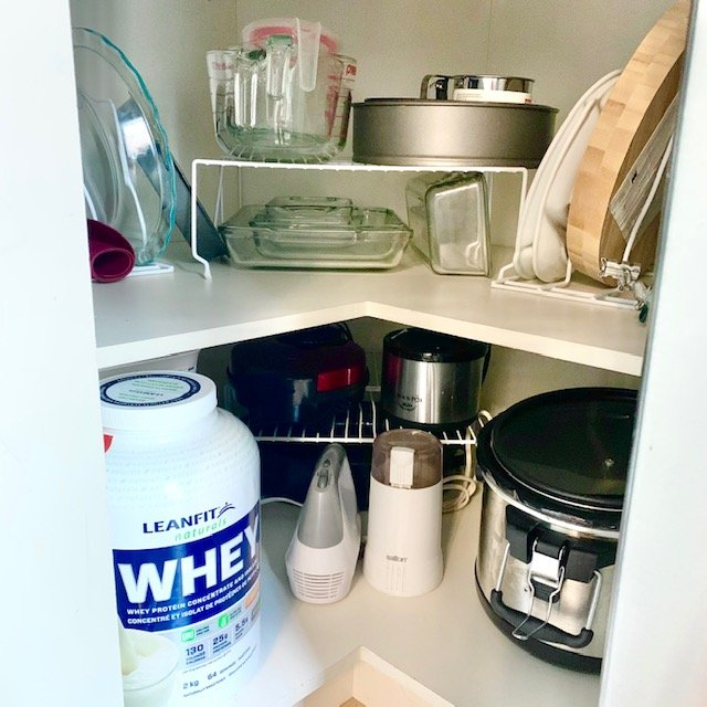 After corner cabinet - SMALL KITCHEN BEFORE AND AFTER PICTURES PART 2: CABINETS & DRAWERS