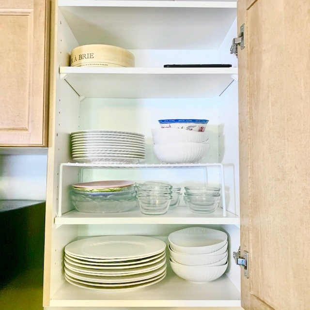 After plates - SMALL KITCHEN ORGANIZATION BEFORE AND AFTER PICTURES