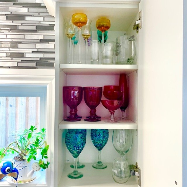 After wine glasses - SMALL KITCHEN BEFORE AND AFTER PICTURES PART 2: CABINETS & DRAWERS
