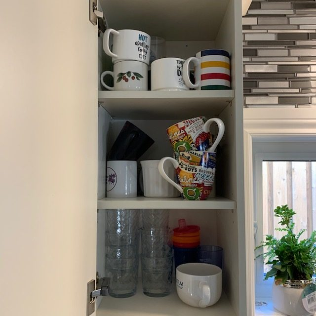 Before Mugs rotated - SMALL KITCHEN BEFORE AND AFTER PICTURES PART 2: CABINETS & DRAWERS